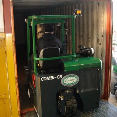 Combilift CB passt in Container
